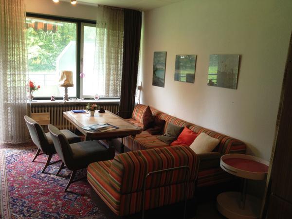 Polstermöbel (bunt gestreift) - » Polster, Sessel, Couch