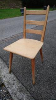 robuste alte Holzstühle