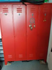 Roter Spind, Metallschrank