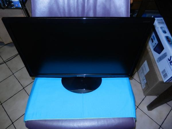SAMSUNG S22D300 LED-Monitor superflach in