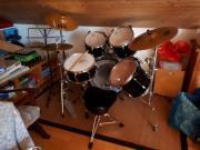 Schlagzeug + Stuhl und