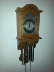 Schöne Pendel- Uhr (