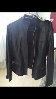 Schöne schwarze Lederjacke