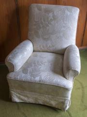 Schöner gemütlicher Sessel
