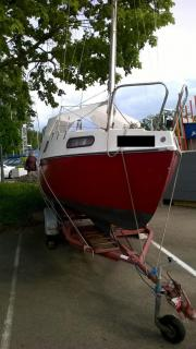 Segelboot mit Trailer (