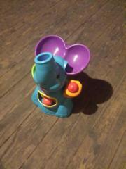 Spielelefant mit Bällen