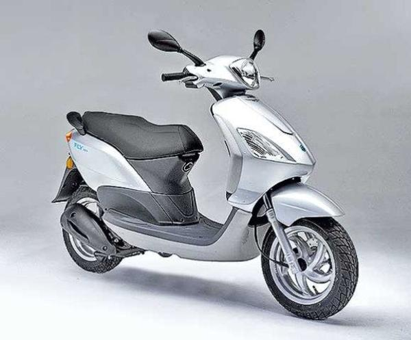 suche motorroller gebraucht ab 50ccm zb piaggio fly oder. Black Bedroom Furniture Sets. Home Design Ideas