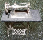 Verkaufe Miniatur Nähmaschine