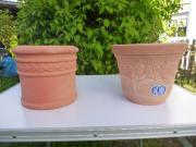 verschiedene Pflanzgefäße aus Terracotta oder