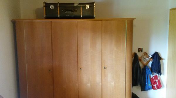 vollholz kleiderschrank in weiler schr nke sonstige schlafzimmerm bel kaufen und verkaufen. Black Bedroom Furniture Sets. Home Design Ideas