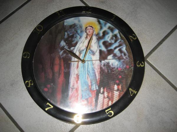 Wanduhr mit Hologramm Schlafzimmeruhr Maria