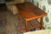 Wohnzimmer ausziehbarer Tisch im Mittelteil