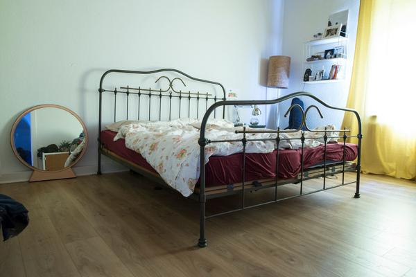 bett 140x200 gebraucht bremen lattenrost 140 g nstig. Black Bedroom Furniture Sets. Home Design Ideas